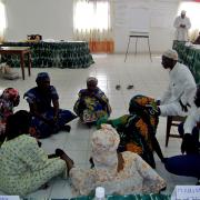 """Maroua, octobre 2016, atelier de formation des volontaires communautaires dans le cadre du projet """"Justice, emploi, personnes et communautés vulnérables et à risques face au Vih/Sida"""" Séance de démonstration"""
